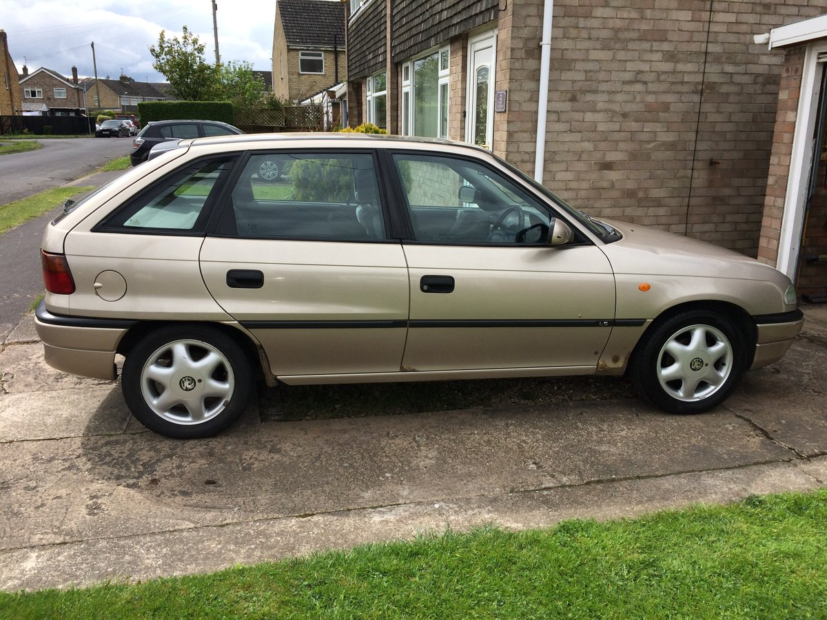1997 Vauxhall Astra For Sale (picture 3 of 3)