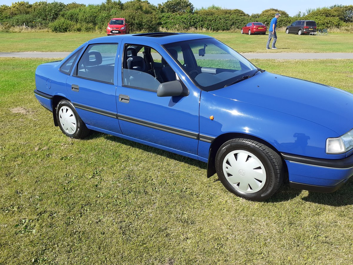 1992 vauxhall cavalier mk3 2.0 gli 13000 miles from new For Sale (picture 1 of 6)