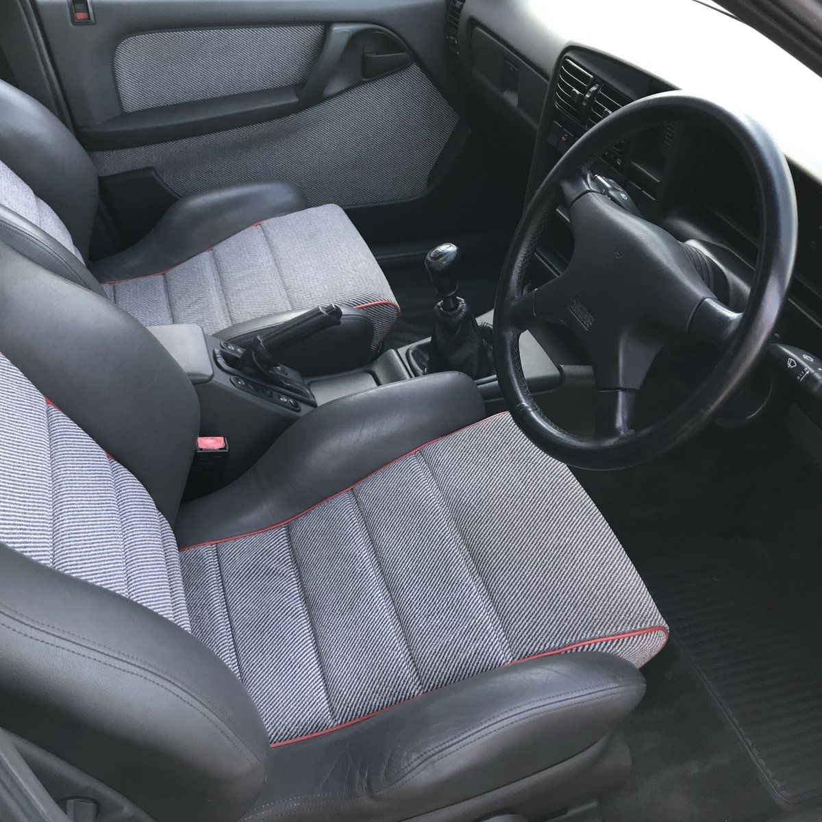 1989 Vauxhall Carlton 3000 Gsi, Manual, Restored  For Sale (picture 3 of 6)