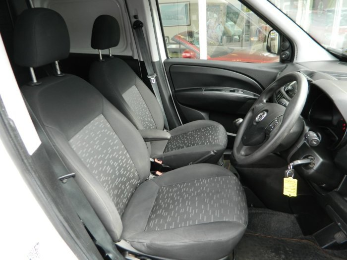 2014/64 Vauxhall Combo 1.3CDTi Crewvan 5 seat 2300 59250 mls For Sale (picture 5 of 6)