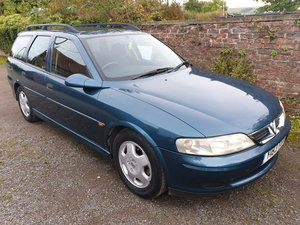 2001 Vauxhall Vectra 1.8 Auto estate 61k FSH Immaculate