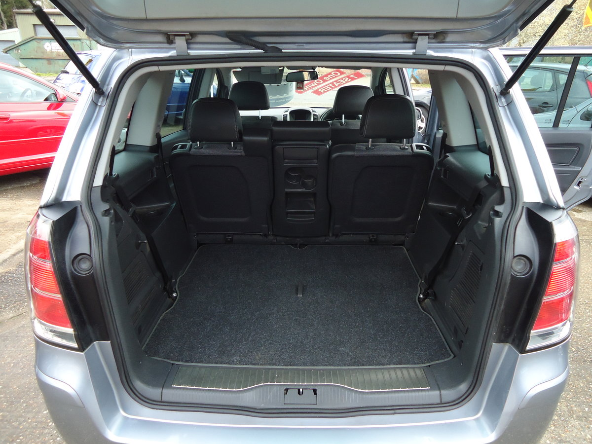 2007 ONE OWNER ZAFIRA / SEVEN SEATS / SENSIBLE MILEAGE For Sale (picture 3 of 6)