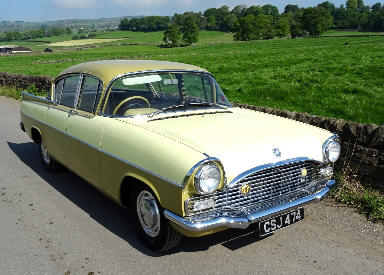 1961 VAUXHALL CRESTA STYLISH CLASSIC RARE COLOUR SCHEME AND SEATS For Sale (picture 1 of 6)