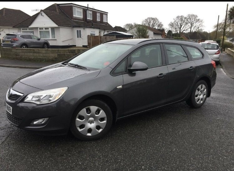 2011 New shape Astra Low Miles FSH  For Sale (picture 2 of 6)
