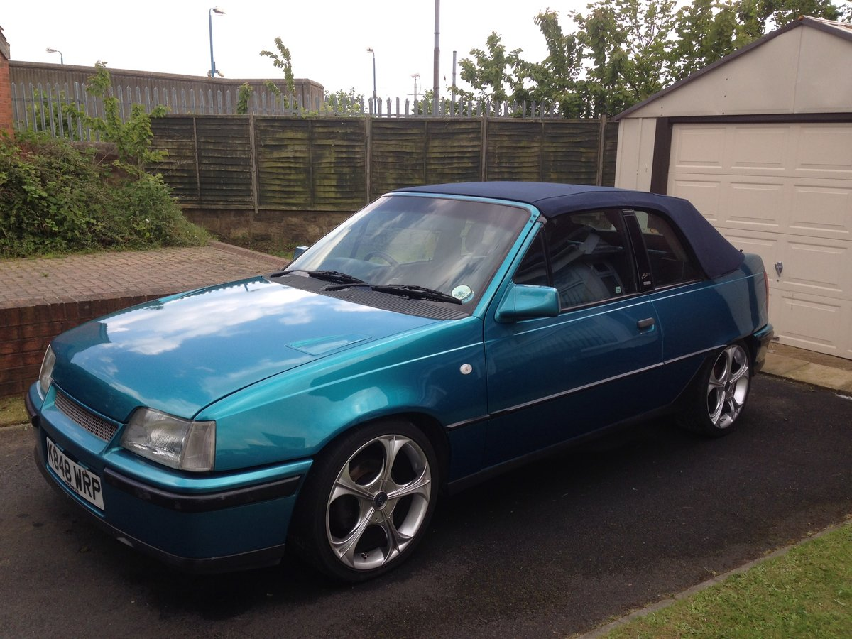 1992 Vauxhall Astra Cabrio Bertone limited edition152 For Sale (picture 2 of 6)