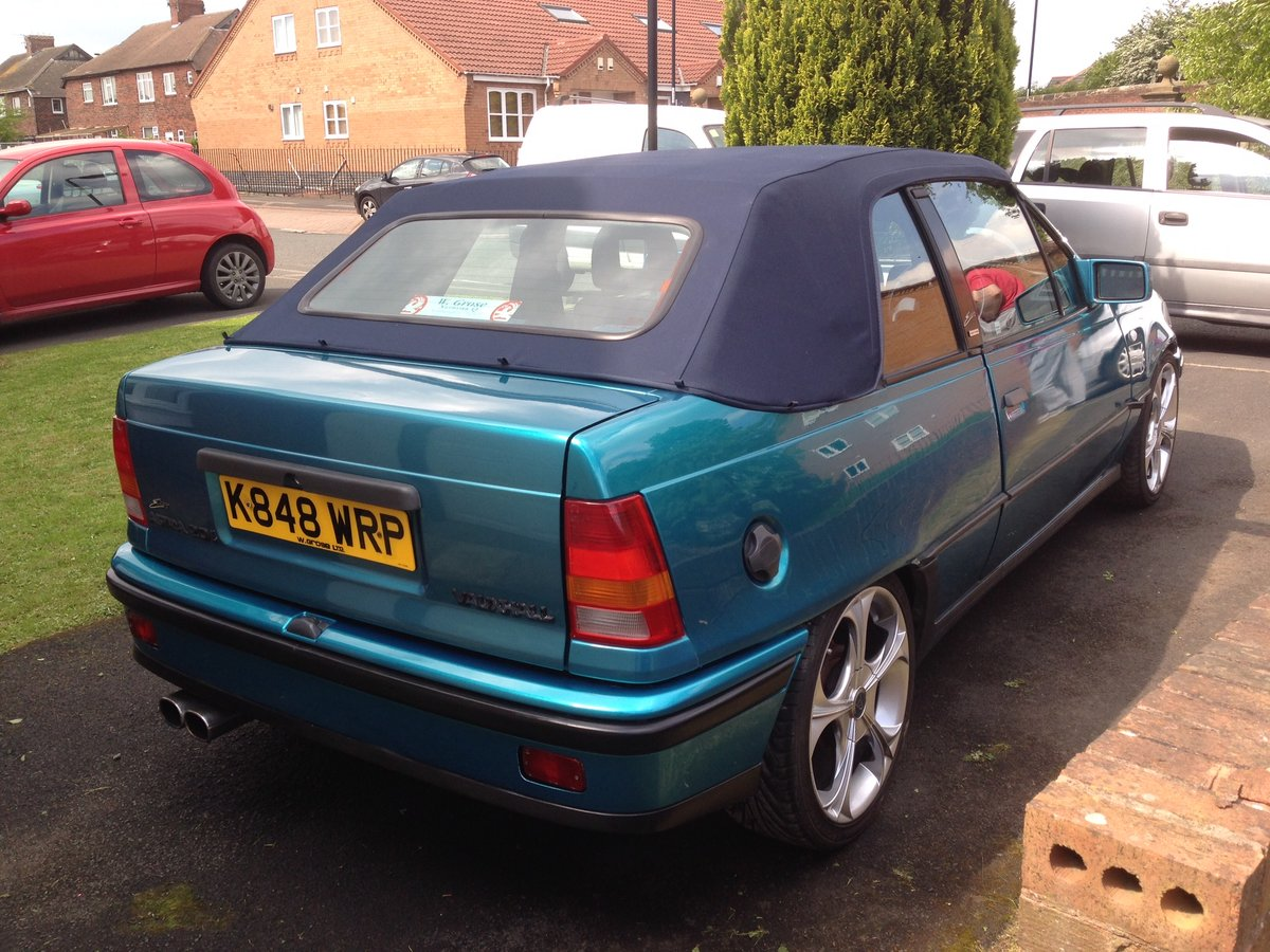 1992 Vauxhall Astra Cabrio Bertone limited edition152 For Sale (picture 3 of 6)