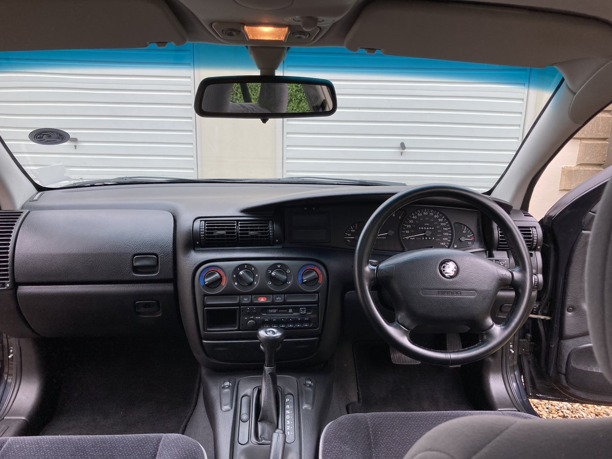 1997 Vauxhall Omega, Only 35K Miles, Rare pre facelift For Sale (picture 4 of 6)