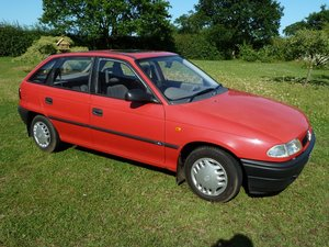 1997 Red Vauxhall Astra Expression Future Classic