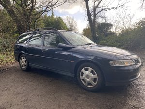 Vauxhall Vectra 1.8 ls estate 1 former keeper