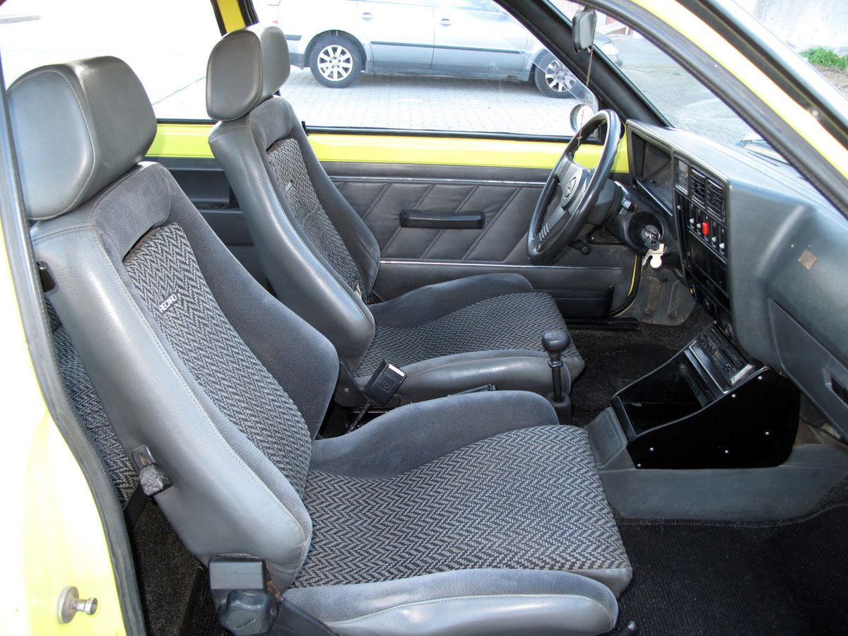 1981 Vauxhall Astra 1.3 SR | Opel Kadett 1.3 SR For Sale (picture 4 of 6)