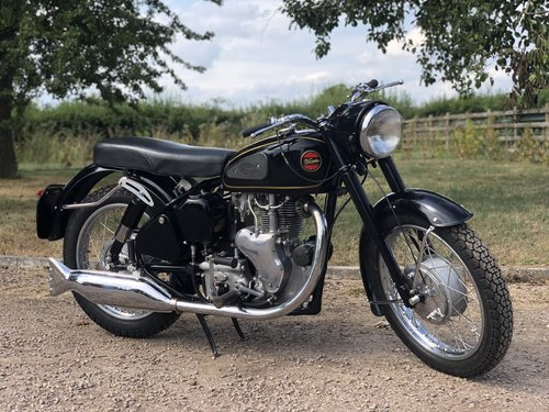 Velocette MSS 1960 500cc. Totally Restored SOLD (picture 1 of 6)