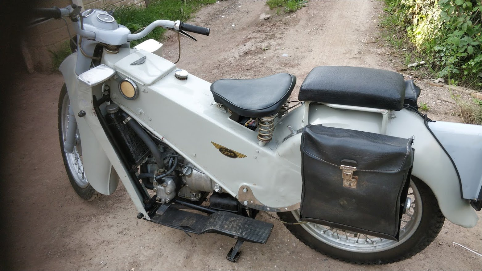 1962 Velocette LE. 200cc One owner. Ready to ride SOLD (picture 3 of 6)
