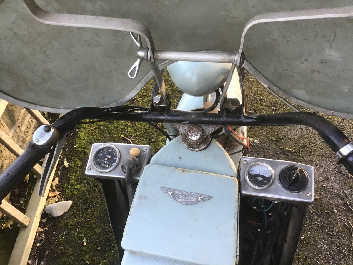Velocette LE 1956 barn find . For Sale (picture 5 of 6)