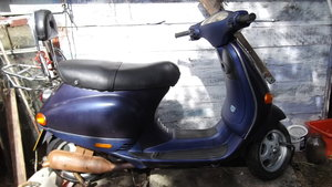 2001 VESPA ET 2 50cc   low milage engine 2,396 mls