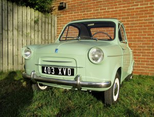 1959 Vespa 400 microcar in concourse condition For Sale