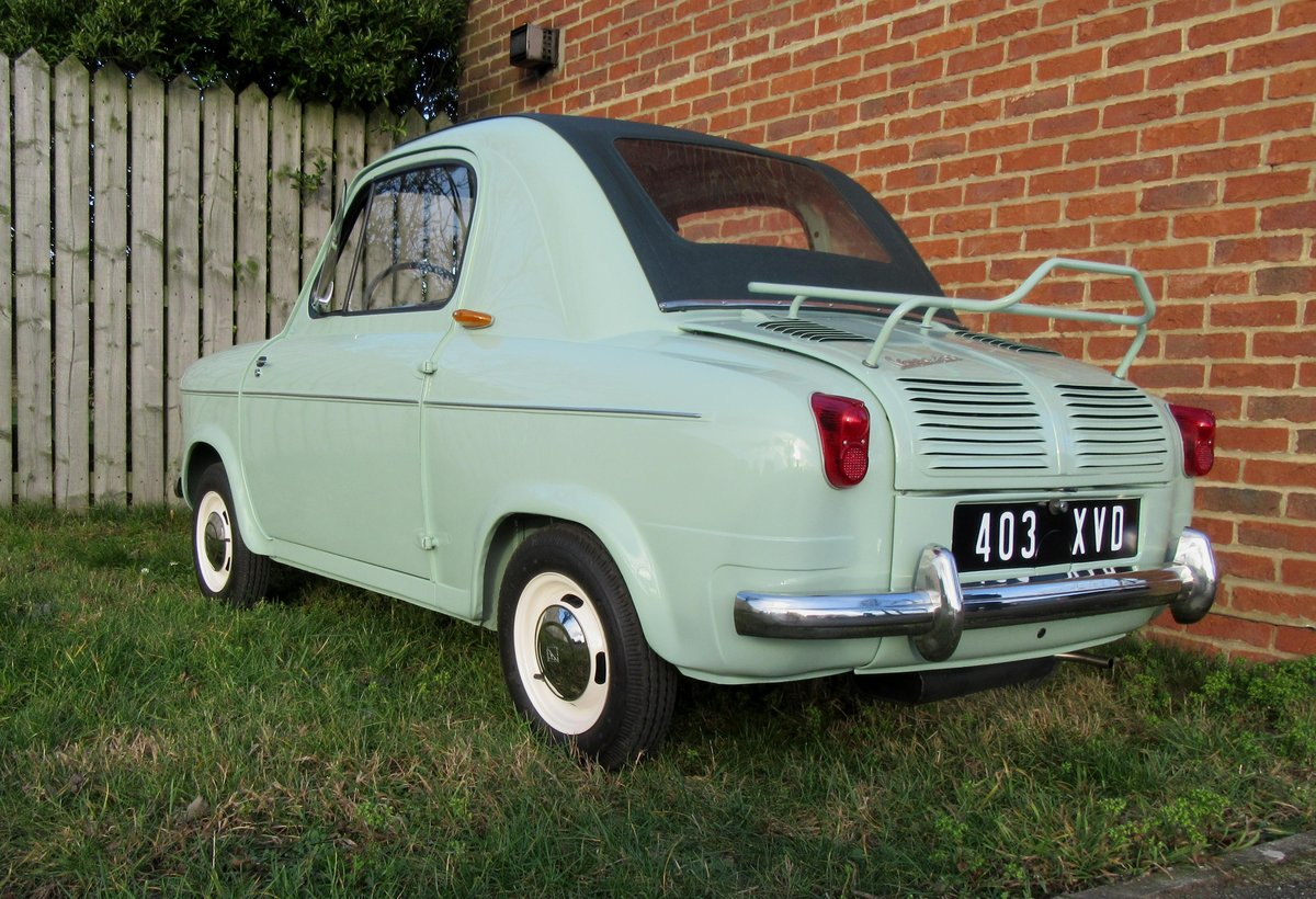 Concours 1959 Vespa 400 microcar PRICE REDUCED! For Sale (picture 2 of 6)