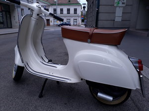 Beautifully restored Vespa 50s smallframe
