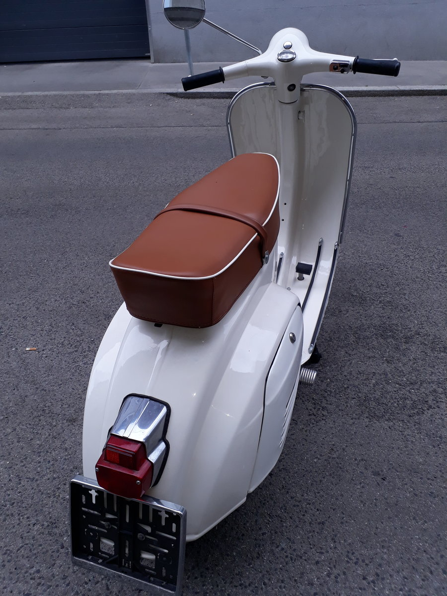 1968 Beautifully restored Vespa 50s smallframe For Sale (picture 2 of 6)