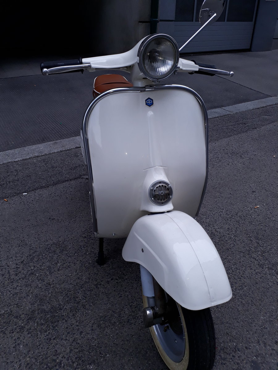 1968 Beautifully restored Vespa 50s smallframe For Sale (picture 5 of 6)