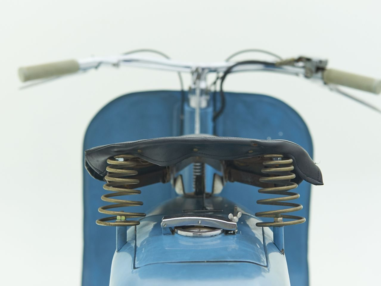 1948 VESPA V14 FARO BASSO For Sale by Auction (picture 3 of 6)