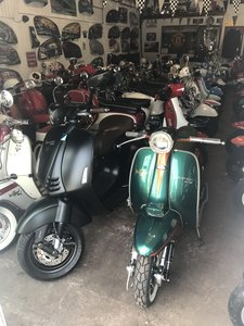 Picture of 2016 Vespa 946 Giorgio Armani Ltd edition only 200 mls