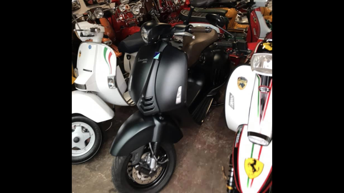 2016 Vespa 946 Giorgio Armani Ltd edition only 200 mls  For Sale (picture 5 of 6)