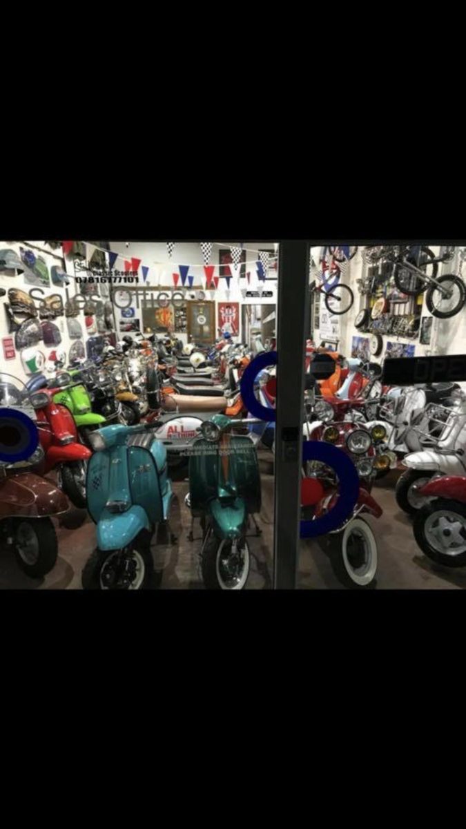 2016 Vespa 946 Giorgio Armani Ltd edition only 200 mls  For Sale (picture 6 of 6)