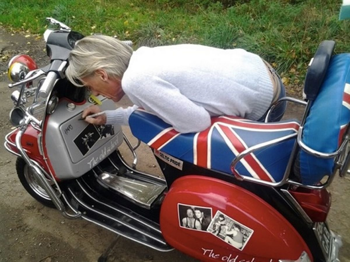 RARE VESPA  MOD 125 Sport 1988 Signed by Paul Weller For Sale (picture 2 of 6)