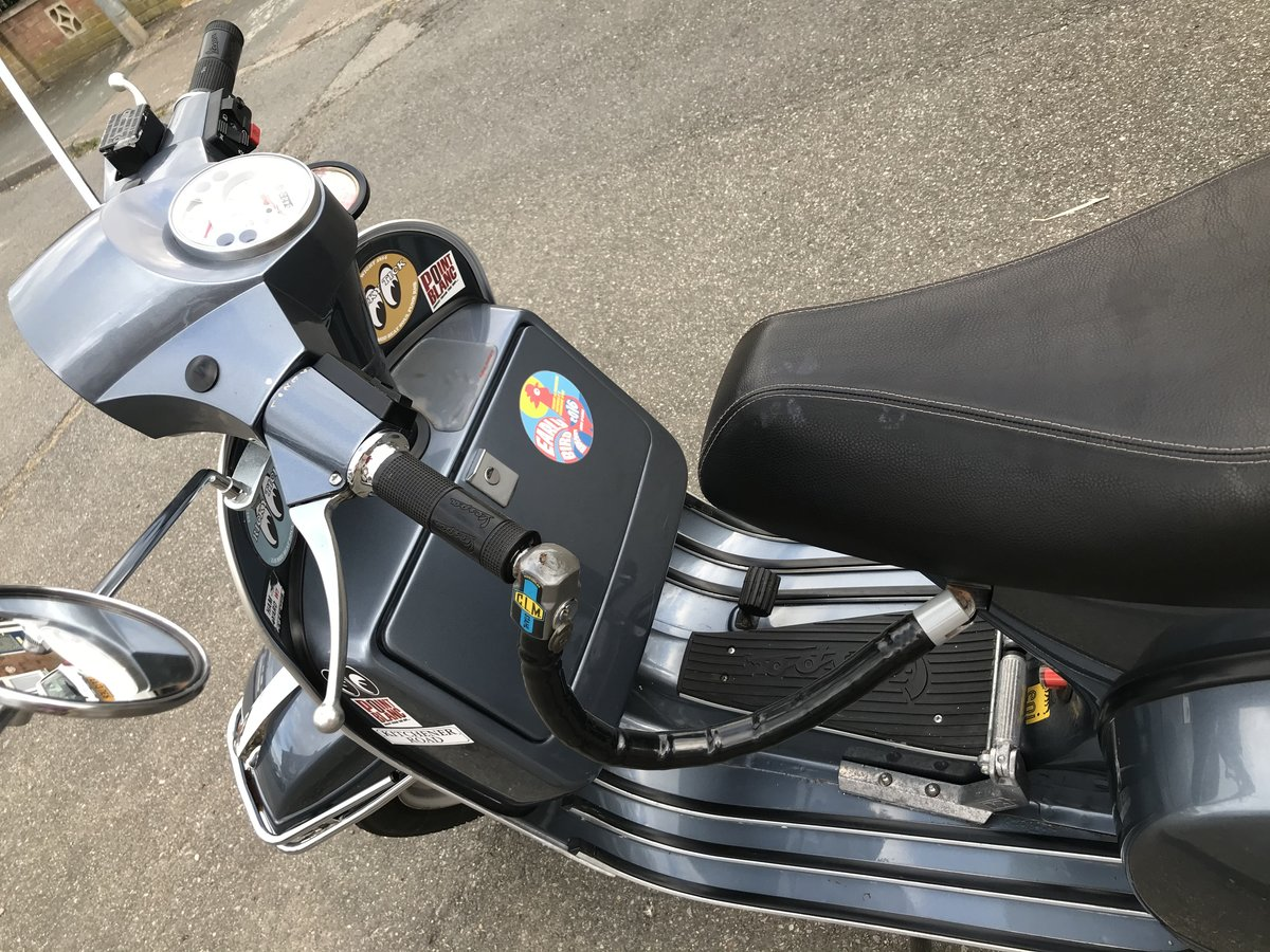 2013 Classic Vespa 150PX with accessories.  For Sale (picture 4 of 6)