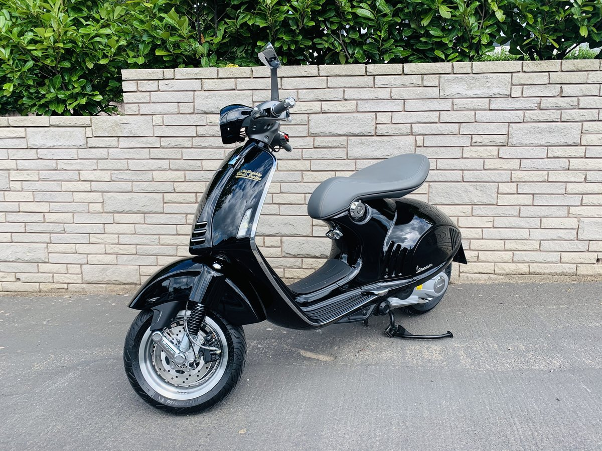 2016 Vespa 946 Ricardo 374 miles 1-owner For Sale (picture 4 of 6)