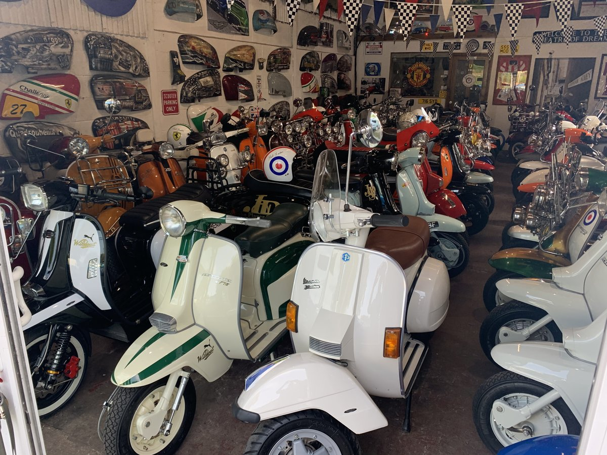 2016 Vespa 946 Ricardo 374 miles 1-owner For Sale (picture 6 of 6)