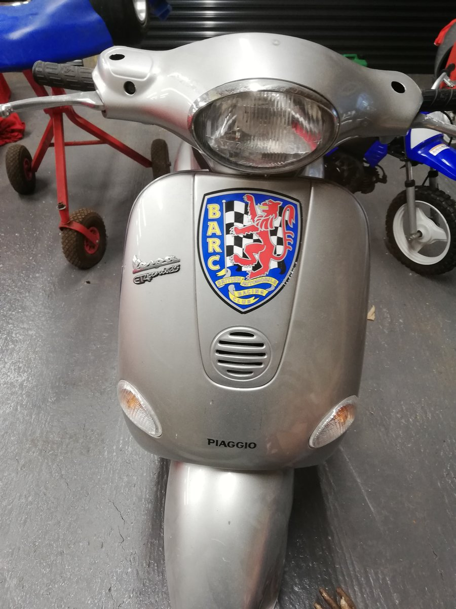 2000 Sir Stirling Moss' Vespa ET4 Scooter - 11/11/2020 SOLD by Auction (picture 1 of 3)