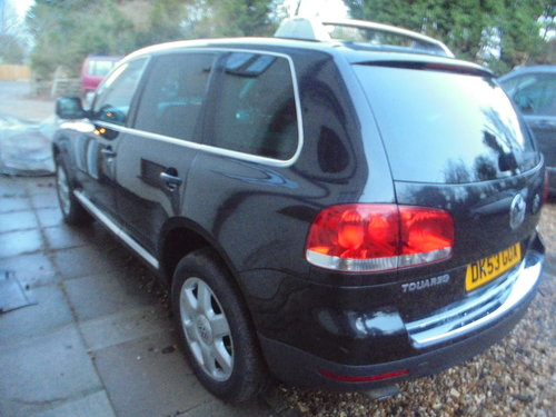 2003 V/10 DIESEL AUTO  4X4 STAION-WAGON 53 PLATE IN BLACK For Sale (picture 2 of 6)