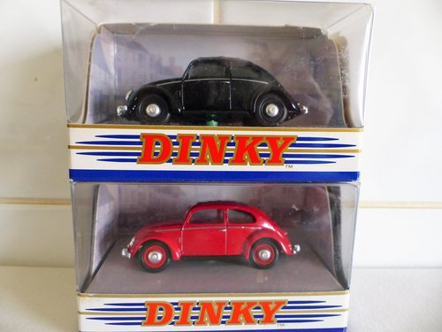 TWO 1951 VW BEETLE'S SPLIT WINDOW-1:43 SCALE For Sale (picture 1 of 6)