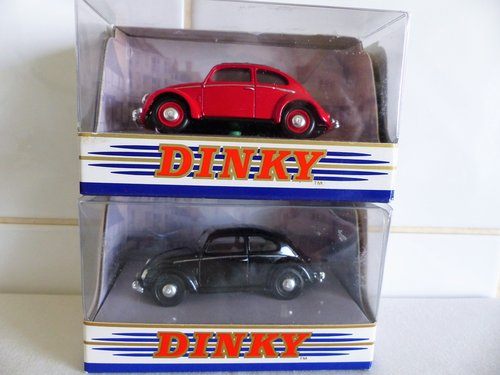 TWO 1951 VW BEETLE'S SPLIT WINDOW-1:43 SCALE For Sale (picture 2 of 6)