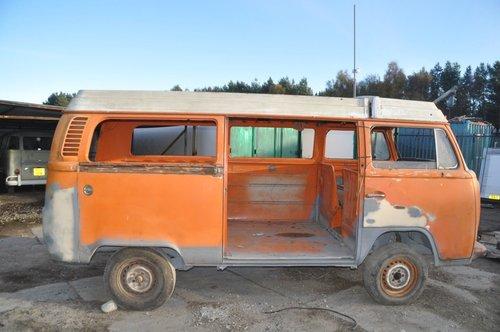 VOLKSWAGEN VW T2 BAY WINDOW CAMPER VAN FROM TEXAS GREAT SOLI For Sale (picture 1 of 4)