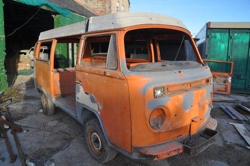 VOLKSWAGEN VW T2 BAY WINDOW CAMPER VAN FROM TEXAS GREAT SOLI For Sale (picture 2 of 4)