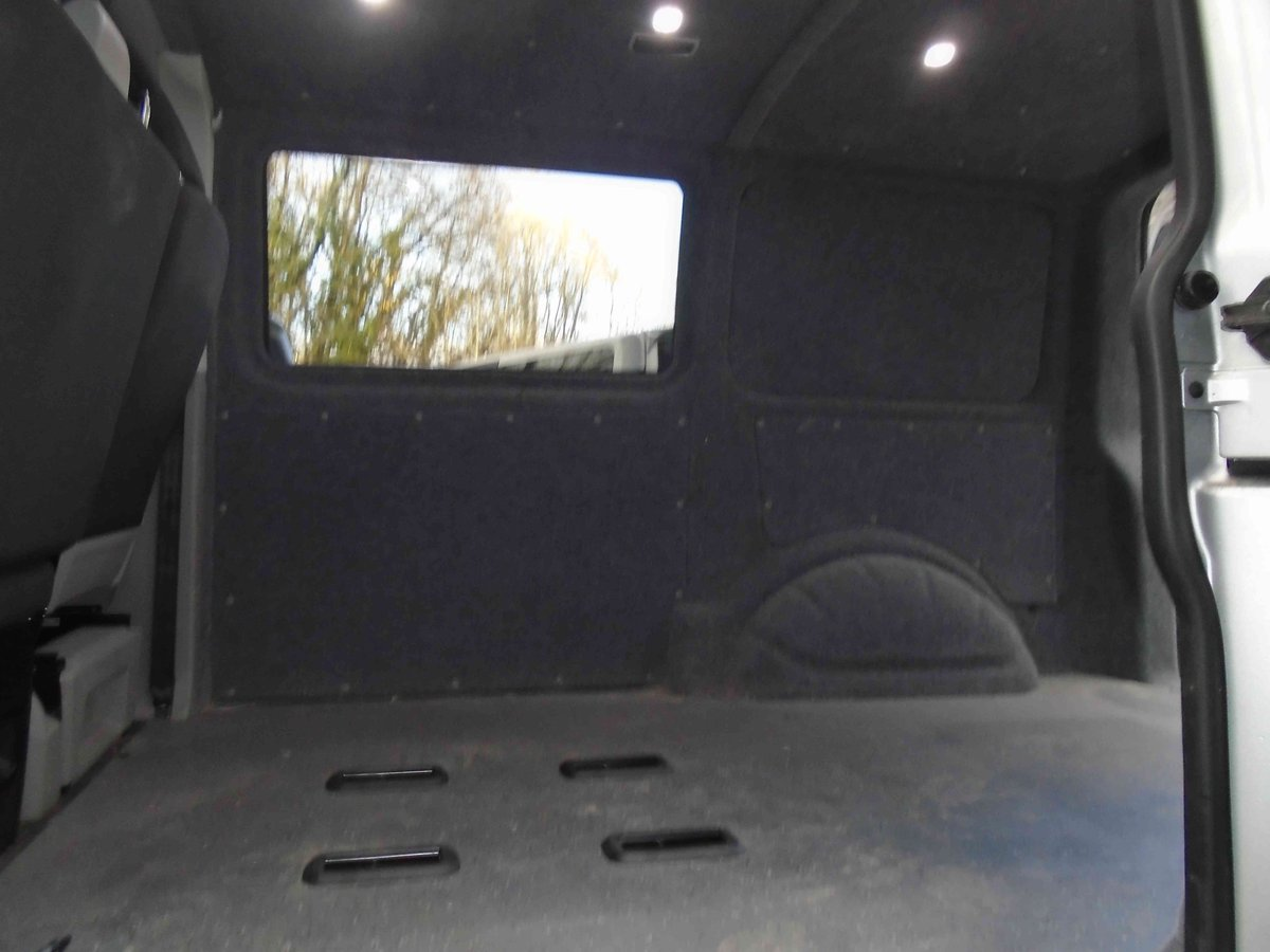 2014/64 VW TRANSPORTER KOMBI  CONVERSION 2.0 TDI 102 For Sale (picture 2 of 6)