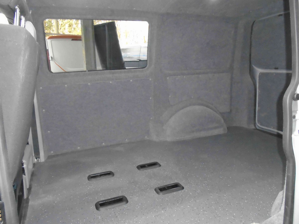2014/64 VW TRANSPORTER KOMBI  CONVERSION 2.0 TDI 102 For Sale (picture 4 of 6)