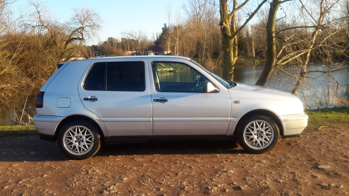 1998 VW GOLF VR6 2.8 5 DOOR AUTOMATIC 16000 MILES For Sale (picture 3 of 6)