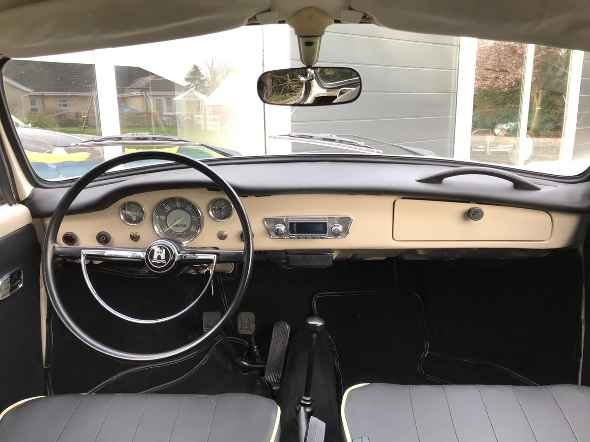 Beautifully Restored 1968 Volkswagen Karmann Ghia For Sale (picture 4 of 6)