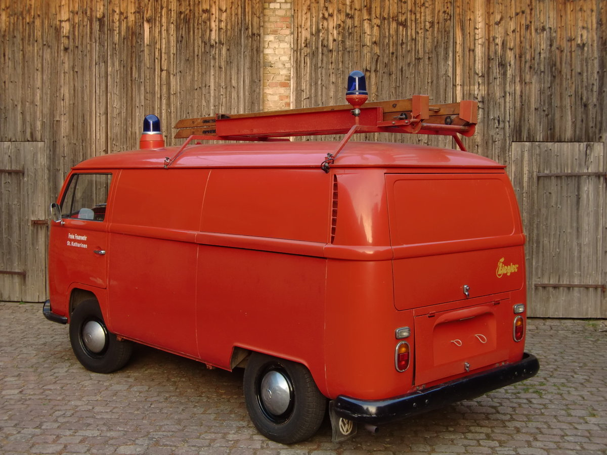 1669 VW type 2 German fire brigade/fighting vehicle LHD For Sale (picture 2 of 6)