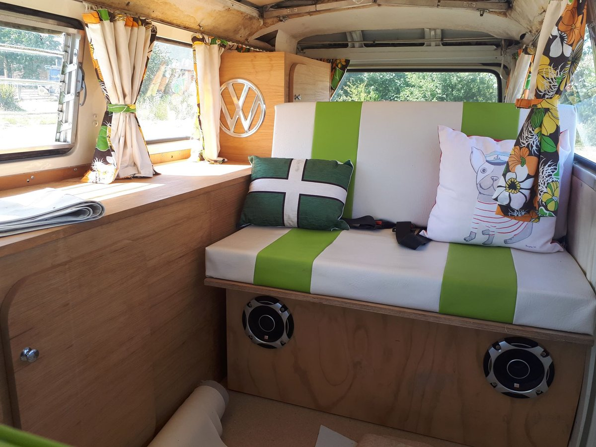 1976 VW Bay Window with Pop Top Roof For Sale (picture 6 of 6)