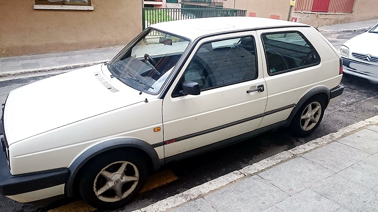 1990 VW GOLF GTI 8V RHD BUT LIVED IN SPAIN PAST 16 YRS For Sale (picture 1 of 6)
