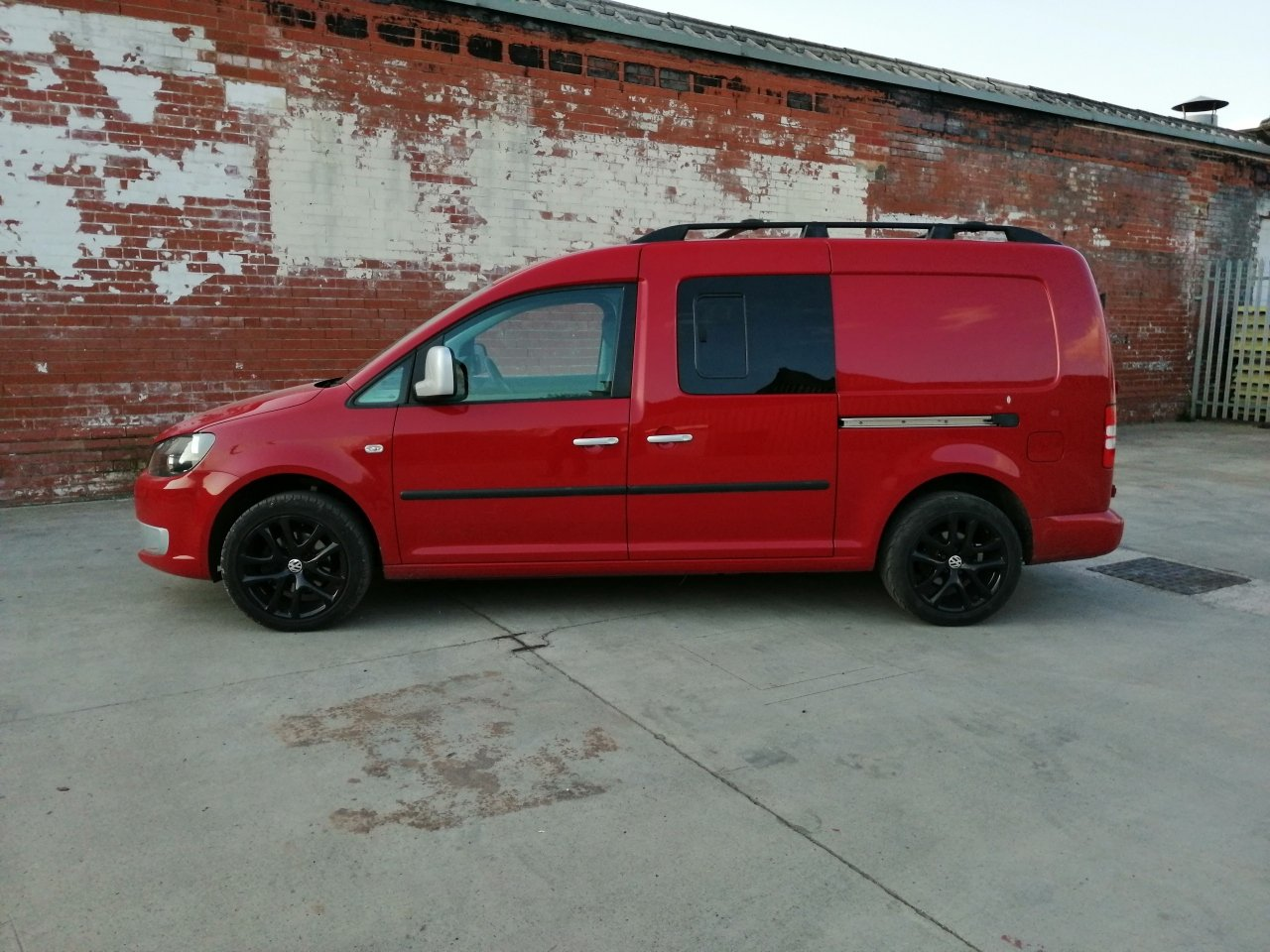 2011 VW Caddy Maxi Camper Beautifully converted  For Sale (picture 1 of 6)