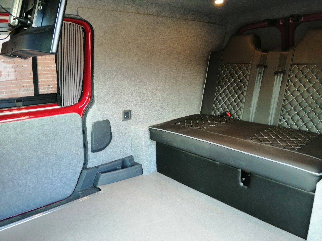 2011 VW Caddy Maxi Camper Beautifully converted  For Sale (picture 5 of 6)