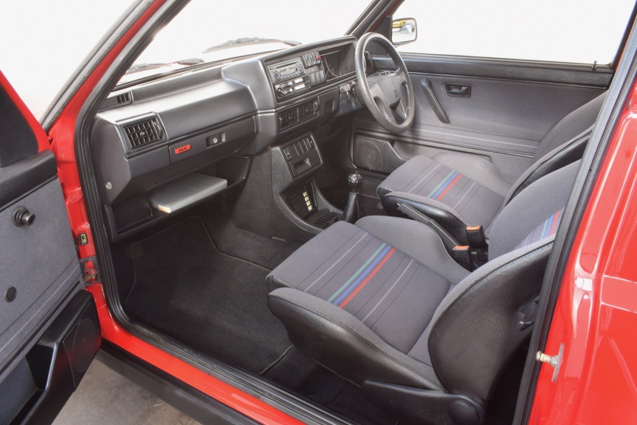 VW VOLKSWAGEN GOLF GTI 16V MK2 1.8 3DR 1992 RED For Sale (picture 5 of 12)