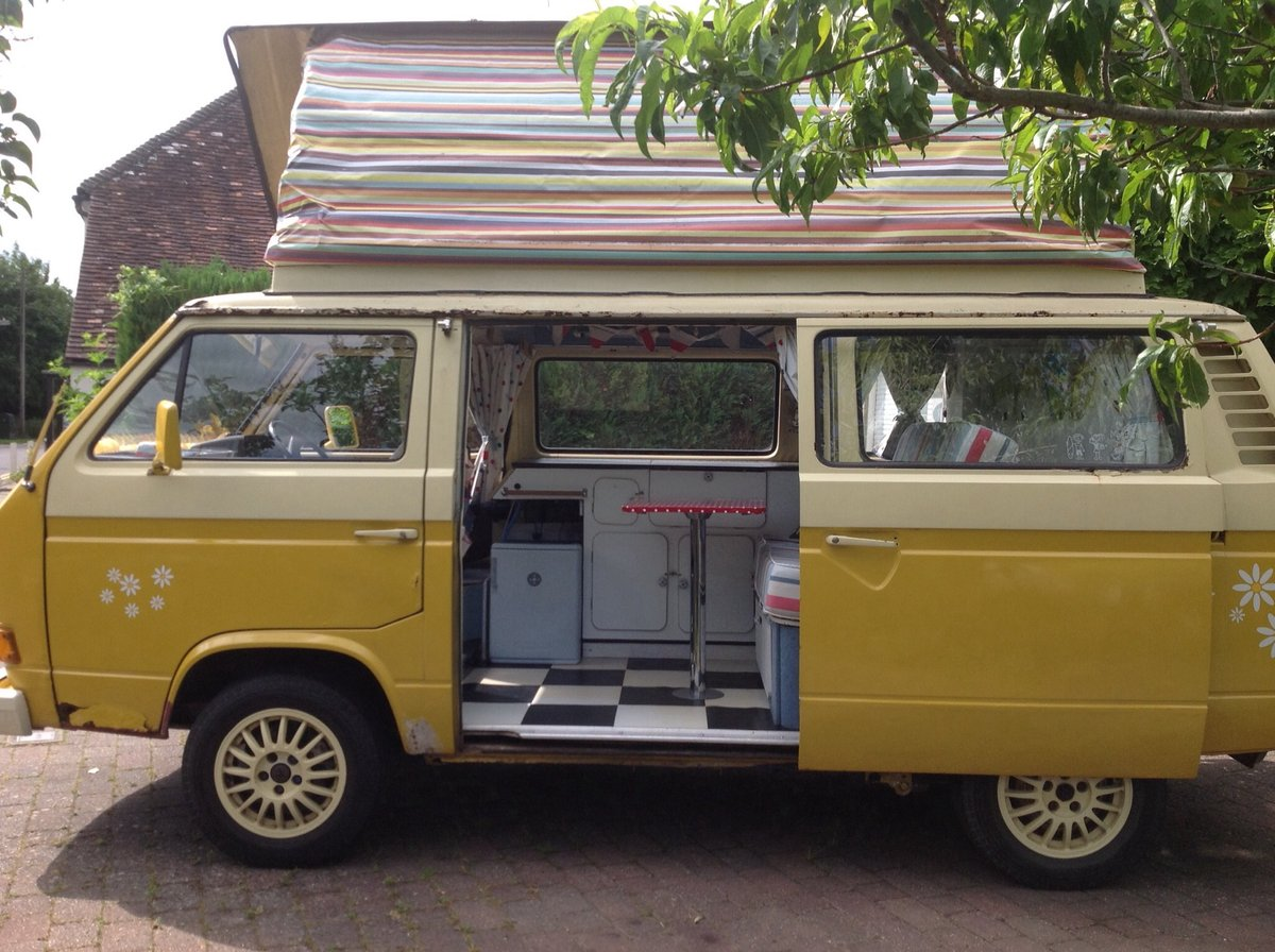 VW T25 Camper van with pop top Classic 1980  For Sale (picture 2 of 6)