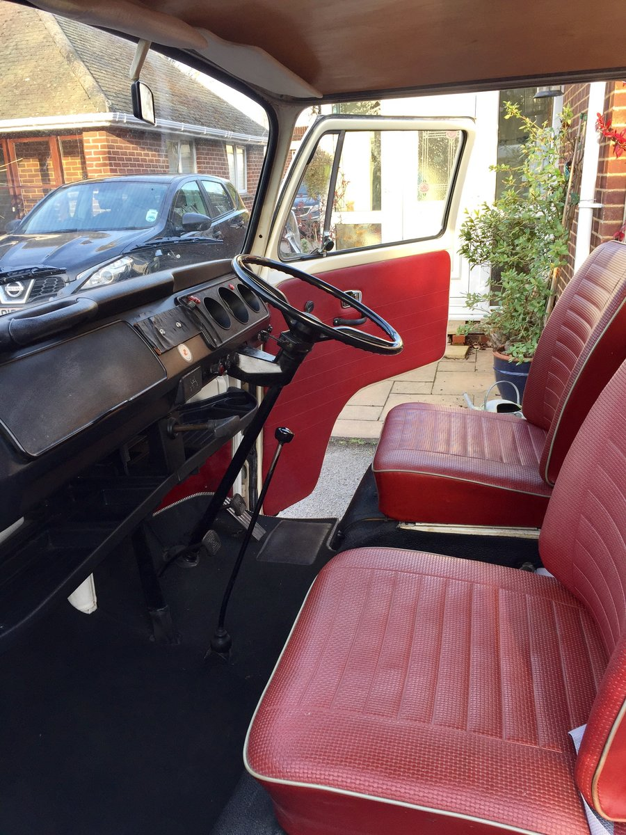 1969 T2 Devon Caravette Early Bay RHD  £10,950 For Sale (picture 4 of 6)