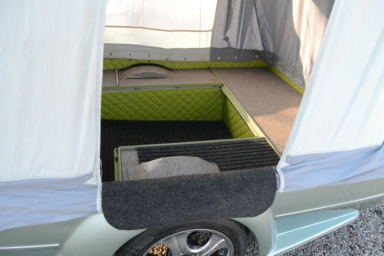 1984 Volkswagen Beetle Cabrio + tent trailer For Sale (picture 2 of 6)